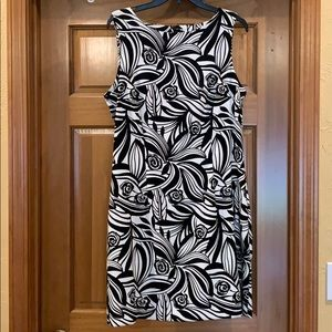 Great dress for summer or winter!